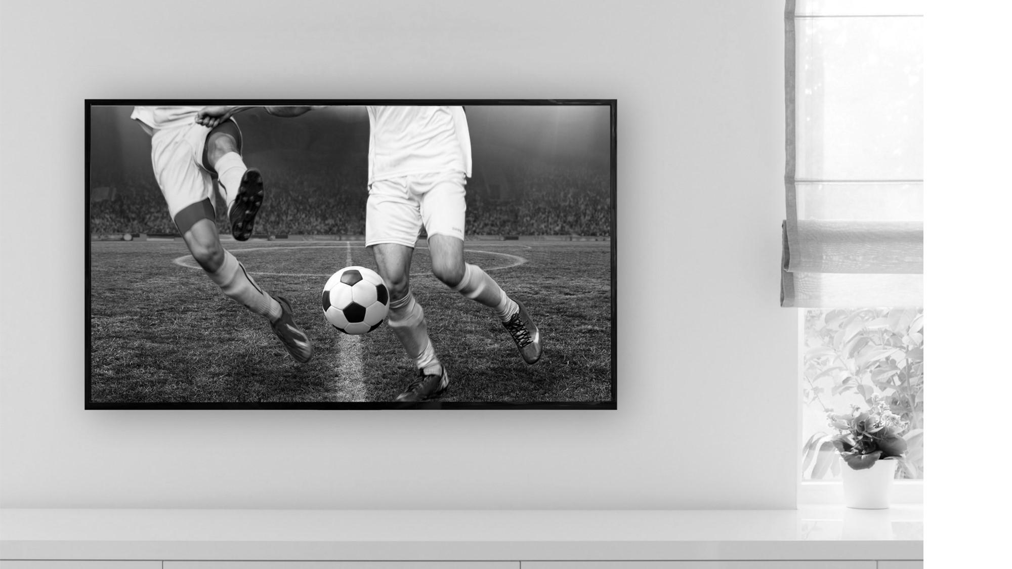 Een tvscherm waar voetbal op te zien is.